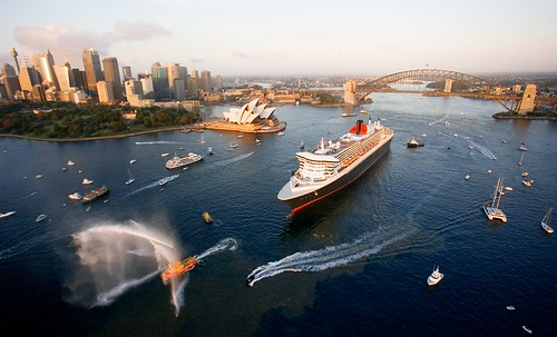 QM2 arrives Sydney for inaugural visit