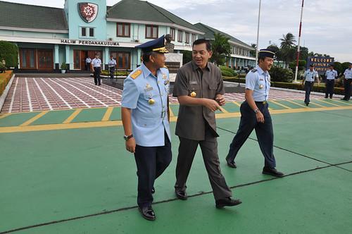 Komandan Lanud mengantar WAMENHAN