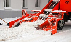 tool(0.0), harvester(0.0), outdoor power equipment(1.0), machine(1.0), vehicle(1.0), red(1.0), snow(1.0), snow removal(1.0), snowplow(1.0), snow blower(1.0), construction equipment(1.0),