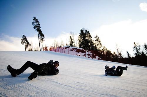 Publikum brukte alternative metoder for å komme seg ned den glatte Wyllerløypa under Snowboard-VM