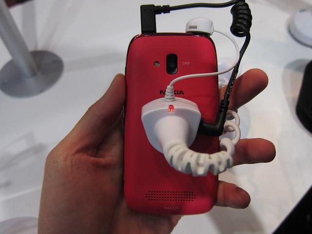 Nokia Lumia 610 (Magenta) - Back View