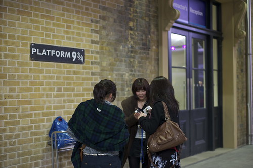 platform 9 3/4 at King's Cross Station by Tiki Chris