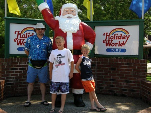 Santa Statue at Holiday World