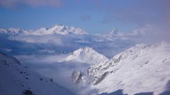 Widok z okna schroniska Oberaarjoch Hutte (3212m).