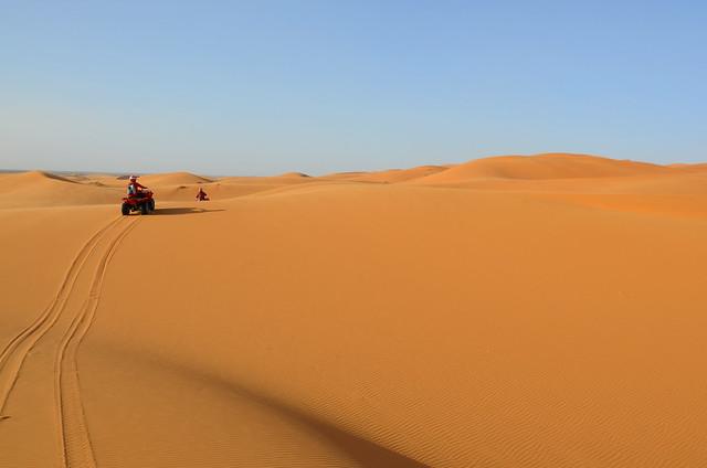 Atravesando en quad las dunas del desierto de Marruecos