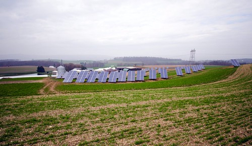 solar array on working farm, Pennsylvania (by: USDA)