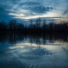 [フリー画像素材] 自然風景, 河川・湖, 樹木, 青色・ブルー ID:201203192000