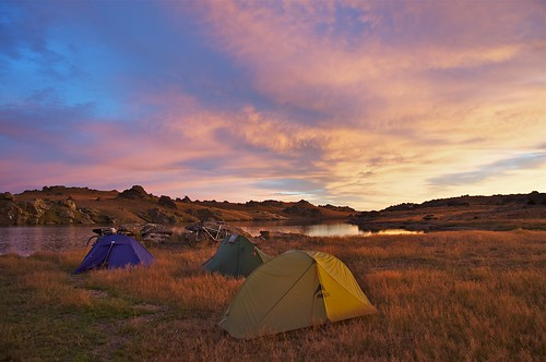 camp sky lake water bike bicycle sunrise tent otago mountainbiking touring dunstan freeload