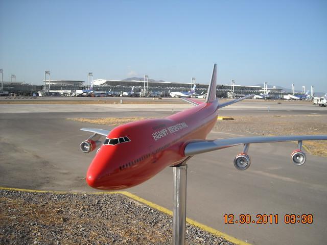 El más grande de mis aviones 6848405263_4220f2cfaf_z