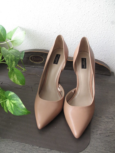 nude_pumps_front