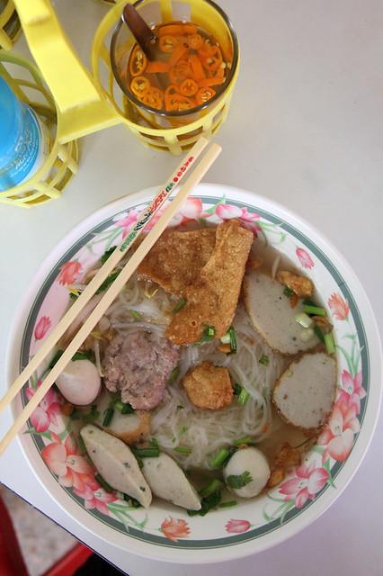 Kuay Teow Lookshin Pla (ก๋วยเตี๋ยวลูกชิ้นปลา)