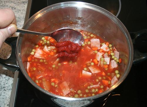 26 - Tomatenmark unterrühren / Mix tomato puree