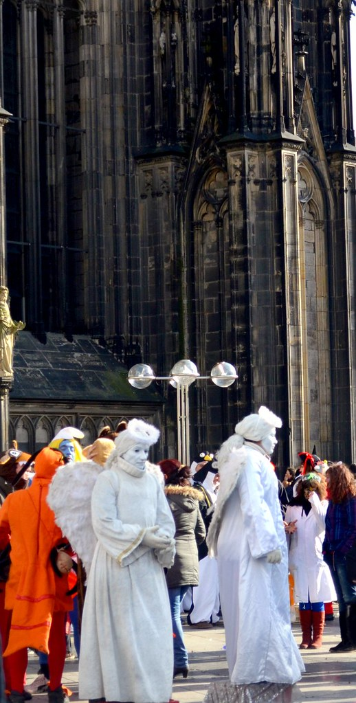 Die Statuen, welche immer vor dem Dom stehen, fielen gar nicht so richtig auf.