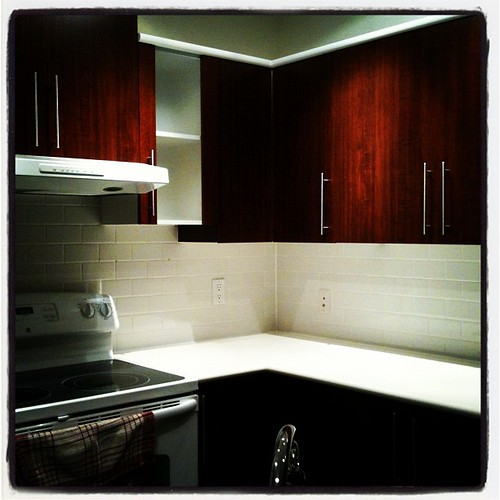 Hooray for shiny bright kitchens!