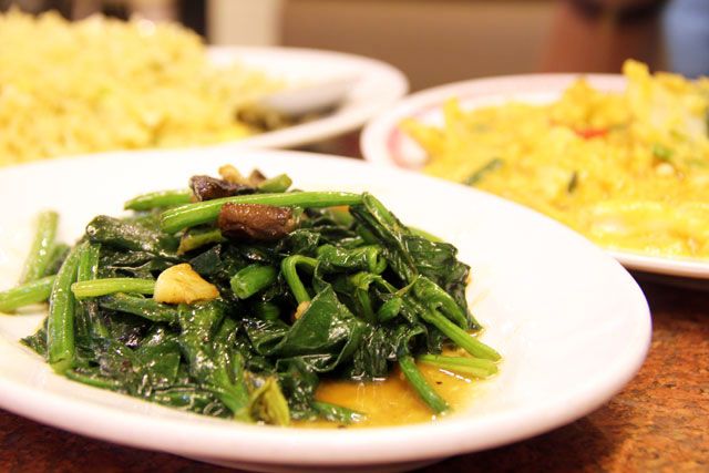 Pad Pak Buay Lang (spinach ผัดผักปวยเล้ง)