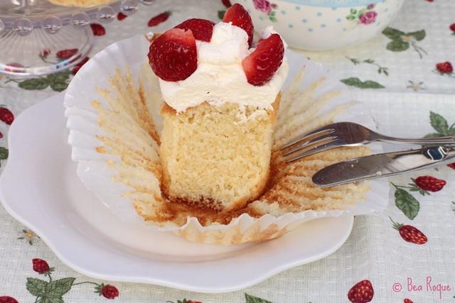 Vanilla Mega-cupcakes