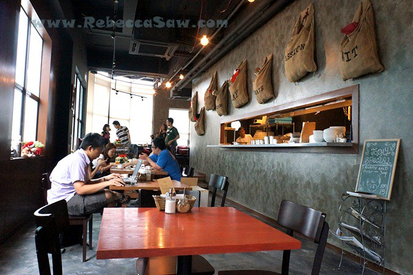 the red beanbag, publika-002