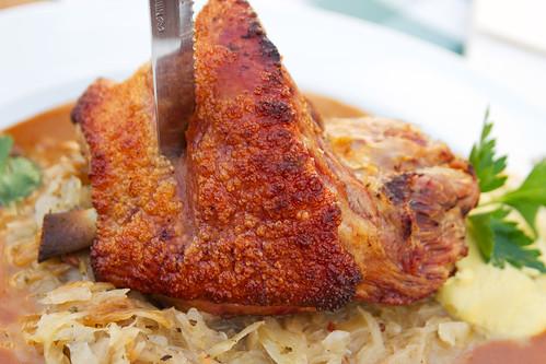 1/2 roasted pork knuckle