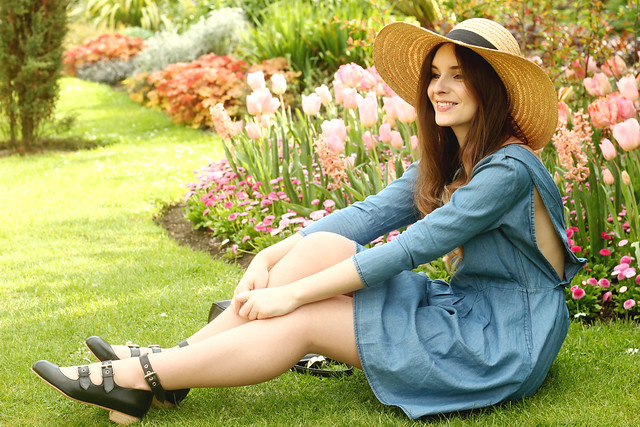 Spring Smock dress straw hat outfit