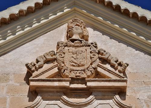 Corral de Almaguer (Toledo). Casa Higueras. Portada. escudo