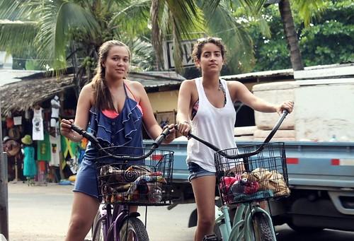 ale y sofi en bici