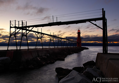 wisconsin blues lakemichigan greatlakes maritime sunrises doorcounty algoma greatlakeslighthouses kewauneecounty lakemichiganlighthouses wisconsinlighthouses algomapierheadlighthouse