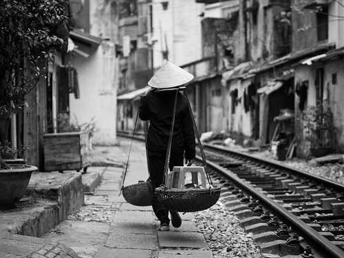 Walking down the tracks, Tran Phu - Hanoi