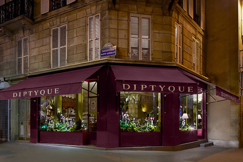 D cor floral fantasm chez diptyque le journal des vitrines for 34 boulevard saint germain paris