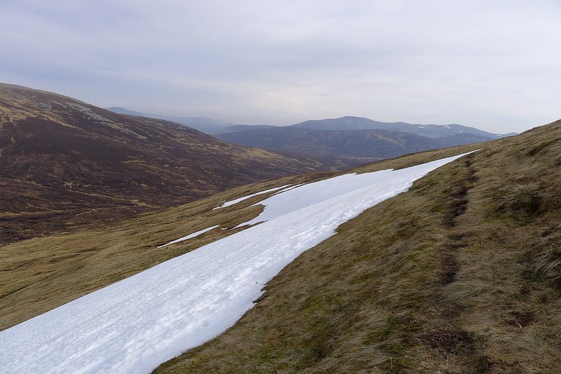Snow patch and path on Carn an Fhidhleir