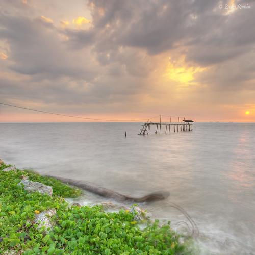 sunset seascape nature landscape nikon kitlens explore malaysia hdr kualaselangor selangor waterscape d3000 vertorama sifoocom pantaijeram zackrizims