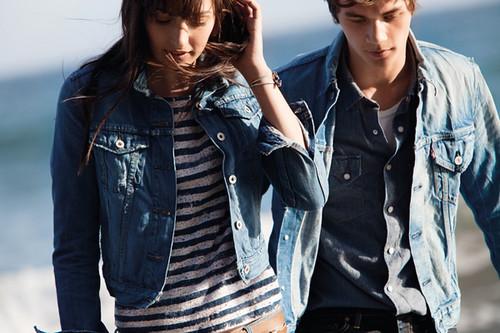 Levis_SS12-redtab-lifestyle-D1-couple