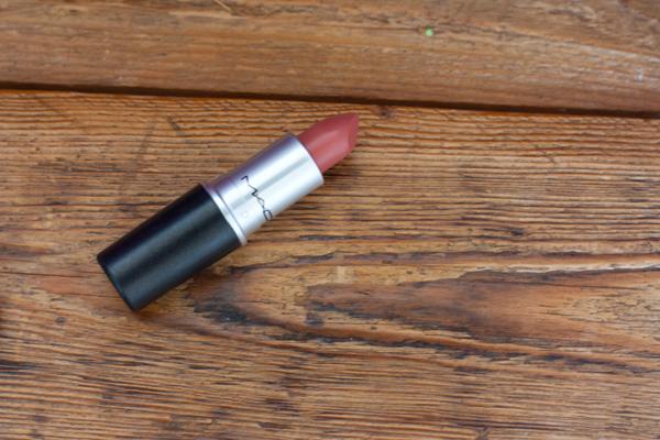 mac-velvet-teddy-lipstick-2