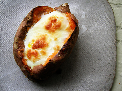 baked eggs in sweet potato