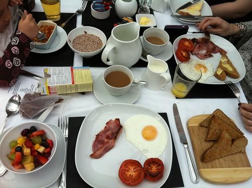 bath-breakfast