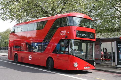 London United LT161 on Route 10, Hyde Park Corner