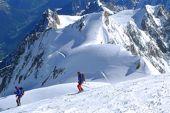 Skiabfahrt vom Gipfel des Montblanc, 4810 m. Foto: Günther Härter.
