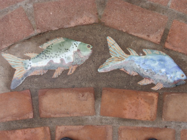 Fish pavement