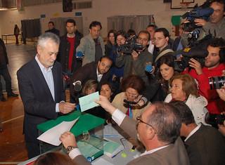 Jose Antonio Griñana votando