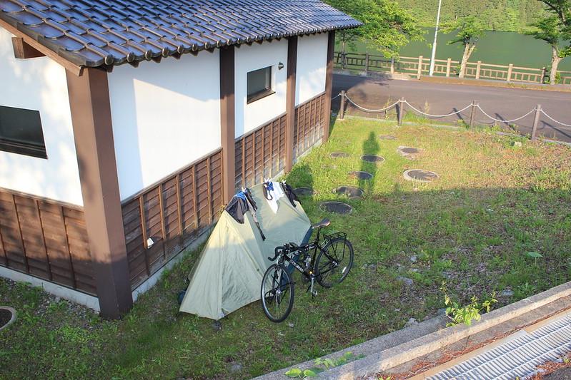 赤谷湖畔の公衆トイレ