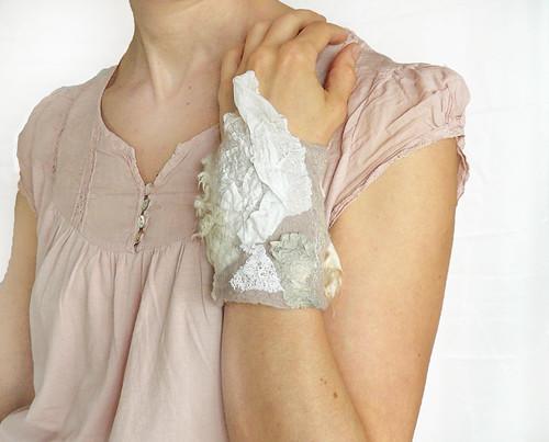 Cuff bracelet creamy beige by Jane Bo
