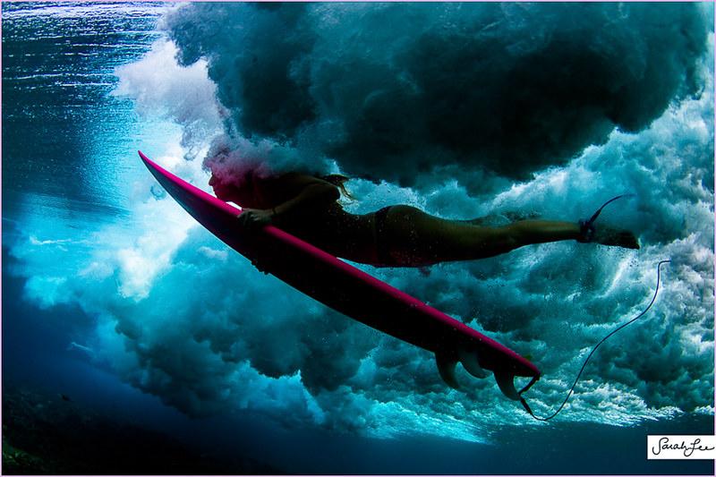 030-sarahlee-eco_pink_surfboard_underwater_duckdive.jpg