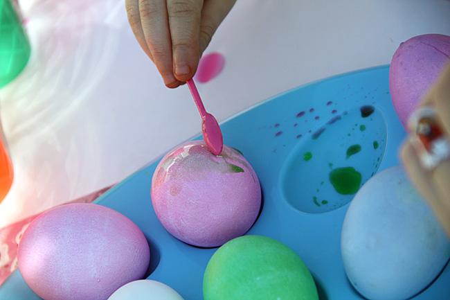 CLoseup-Autumn-painting-egg