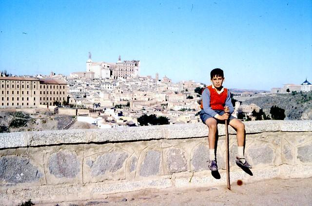 Toledo en noviembre de 1961 fotografiado por Piet Welling y Lieke Welling. Alcázar en reconstrucción desde el Valle.