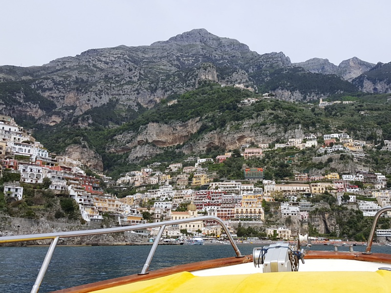 sailing into Positano