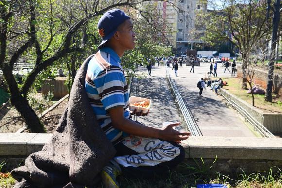 Anderson vive en las calles y se enfrentó a 0 °C en la céntrica Praça da Sé - Créditos: Rovena Rosa/Agência Brasil