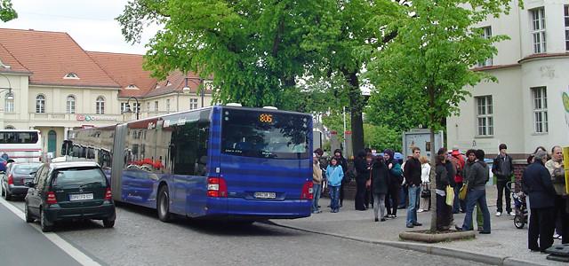 Ponto de ônibus próximo a estação Oranienburg