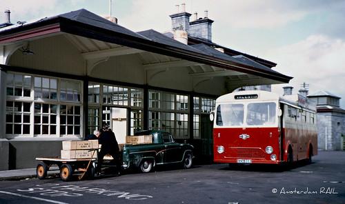 ireland bus austin pickup scene autobus 1961 logistics e8 cie valentia a55 lijnbus overslag leylandleopard austina55 historicscene austina55pickup ciee8 cza668