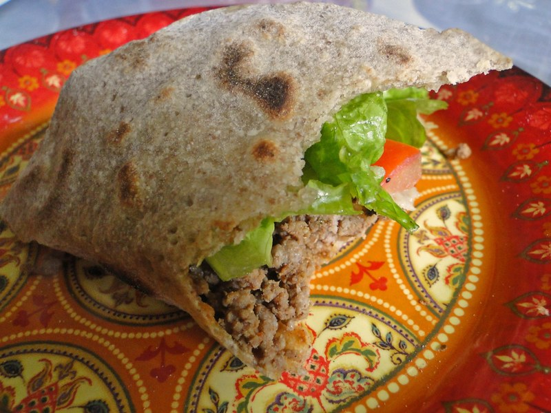 Taco de carne no pão piadina