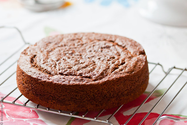 ve mentioned this spiced applesauce cake before; although it wasn ...