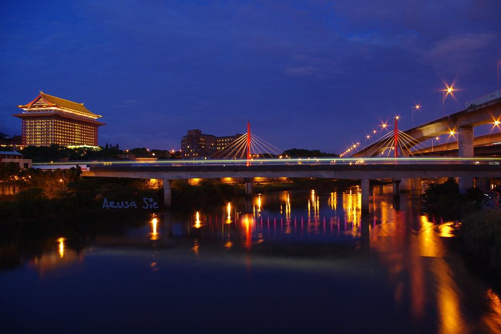 黃昏跟夜晚交接的承德橋
